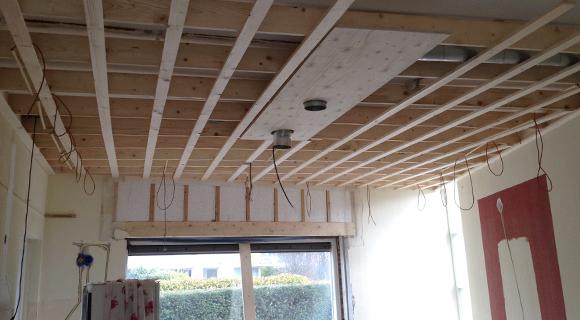 Aanleg bedrading plafond